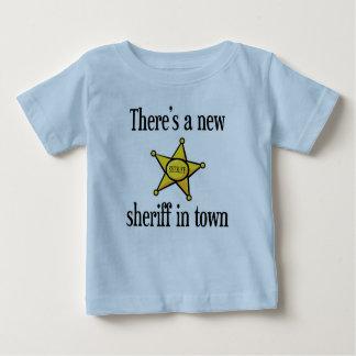 Hay nuevo sheriff en ciudad playera de bebé