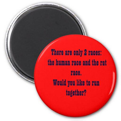 Hay solamente 2 razas:  la raza humana y… imanes para frigoríficos