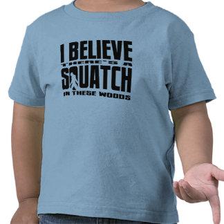 ¡Hay SQUATCH en estas maderas! Camisetas