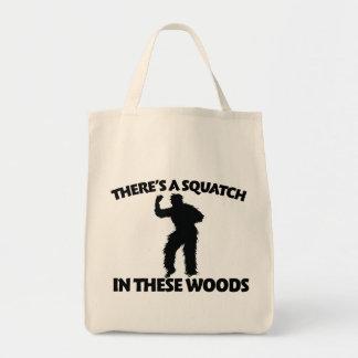 Hay un squatch en estas maderas bolsa tela para la compra