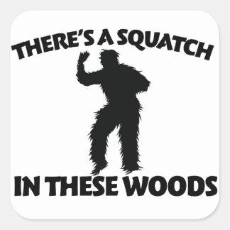 Hay un squatch en estas maderas colcomanias cuadradass