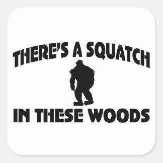 Hay un Squatch en estas maderas Pegatina Cuadrada