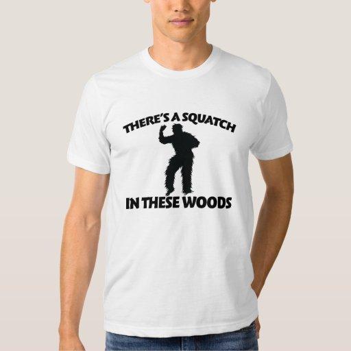 Hay un squatch en estas maderas remera