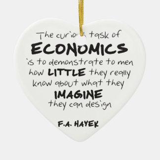 Hayek - la tarea curiosa de la economía adorno navideño de cerámica en forma de corazón