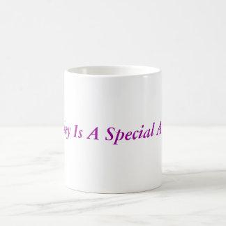 Hayley es un ángel especial taza