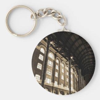 Hays Galleria London Basic Round Button Keychain