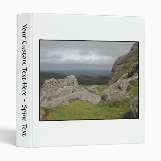 Haytor. Rocas en Devon Inglaterra. En blanco