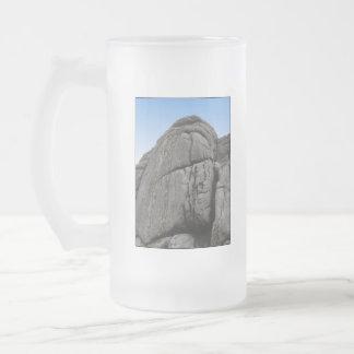 Haytor. Rocas en Devon Inglaterra. En blanco Taza De Café