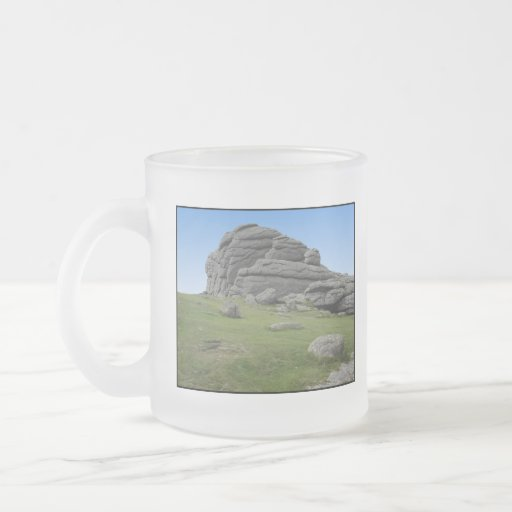 Haytor. Rocas en Devon Inglaterra. En blanco Tazas