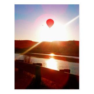 Haz de Sun globo del aire caliente Tarjeta Postal