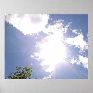 Haz de Sun y poster de las nubes