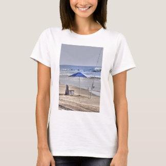 HDR Classic Beach Shot Fisbing Umbrella Sand Waves T-Shirt