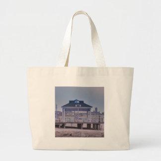 HDRAvonMemorialDayWeekendEarlyBoardwalkHouseLookOu Bags