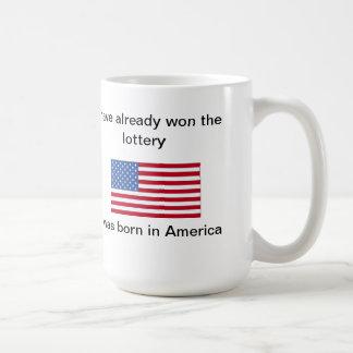 He ganado la lotería, yo nací en América Taza Básica Blanca