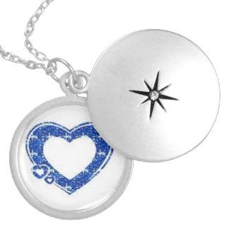 HEART DIAMONDS ROUND LOCKET NECKLACE