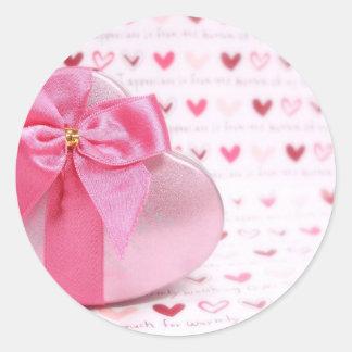 Heart giftbox classic round sticker