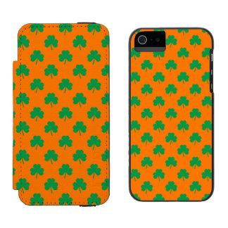 Heart-Shaped Shamrock Green on Orange St.Patrick's Incipio Watson™ iPhone 5 Wallet Case