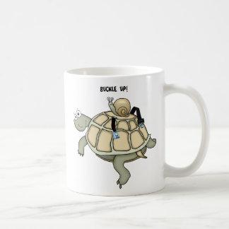 HEBILLA de la tortuga y del caracol ENCIMA de la Taza Básica Blanca