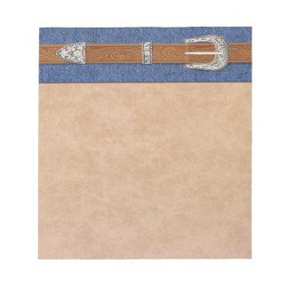 Hebilla de plata en el dril de algodón bloc de notas