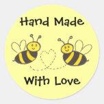 Hecho a mano con el amor - abejas de la miel con pegatina redonda