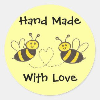 Hecho a mano con el amor - abejas de la miel con etiqueta redonda