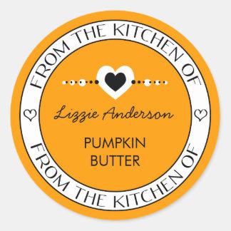 Hecho con amor de la cocina del naranja de la etiquetas redondas