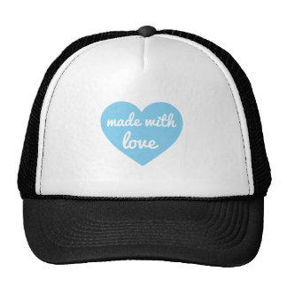 Hecho con diseño del texto del amor en corazón azu gorras