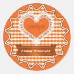 Hecho con el naranja de la guinga del amor pegatinas redondas