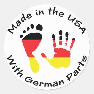 Hecho con las piezas alemanas etiqueta redonda