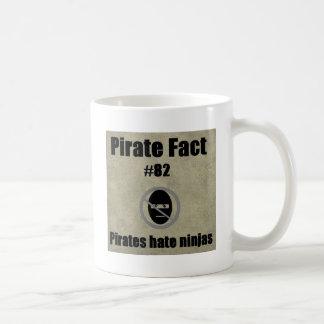 Hecho del pirata # 82 ninjas del odio de los pirat taza de café