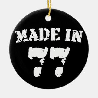 Hecho en 1977 adorno navideño redondo de cerámica