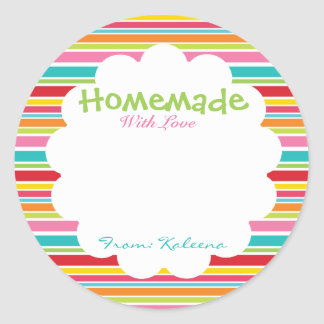 Hecho en casa con el arco iris del amor etiquetas redondas