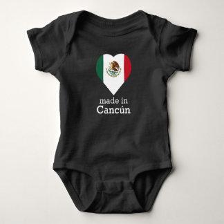 Hecho en la bandera México del corazón de Cancún Body Para Bebé