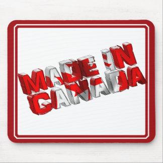 Hecho en texto de la bandera de Canadá Tapetes De Ratones
