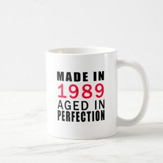 Hecho envejecido en 1989 en la perfección taza básica blanca