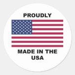 Hecho orgulloso en los E.E.U.U. Pegatina Redonda