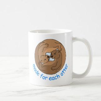 Hecho para cada nutria tazas de café