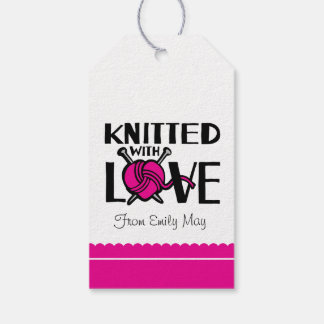 Hecho punto con lanas del corazón del amor nombró etiquetas para regalos