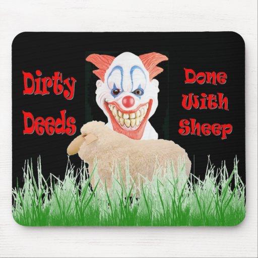 Hechos sucios hechos con las ovejas alfombrillas de ratón