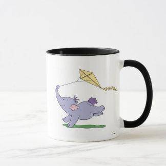 Heffalump de Winnie the Pooh que vuela una cometa Taza