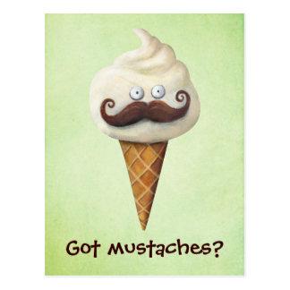 Helado con los bigotes tarjetas postales