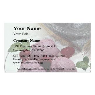 Helado delicioso de la frambuesa con las tortas he plantillas de tarjetas de visita