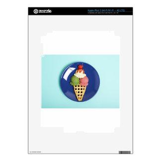 helado delicioso servido en la placa azul iPad 3 skins