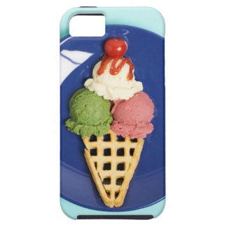 helado delicioso servido en la placa azul iPhone 5 carcasa
