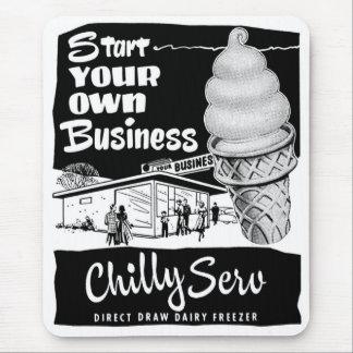 Helado frío del servicio del anuncio del vintage tapetes de ratón