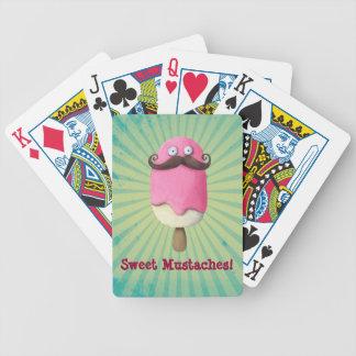 Helado rosado con los bigotes baraja de cartas