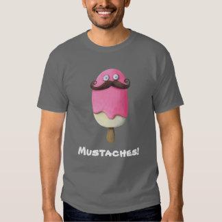 Helado rosado con los bigotes remera