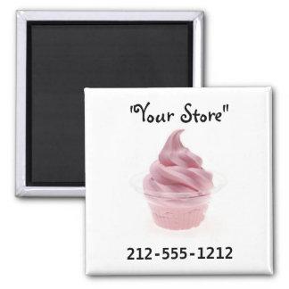 Helado rosado del yogur imán cuadrado