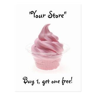 Helado rosado del yogur postal