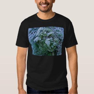 Helecho congelado en un negro adulto de la poleras
